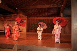 日本舞踊の体験から発表へ