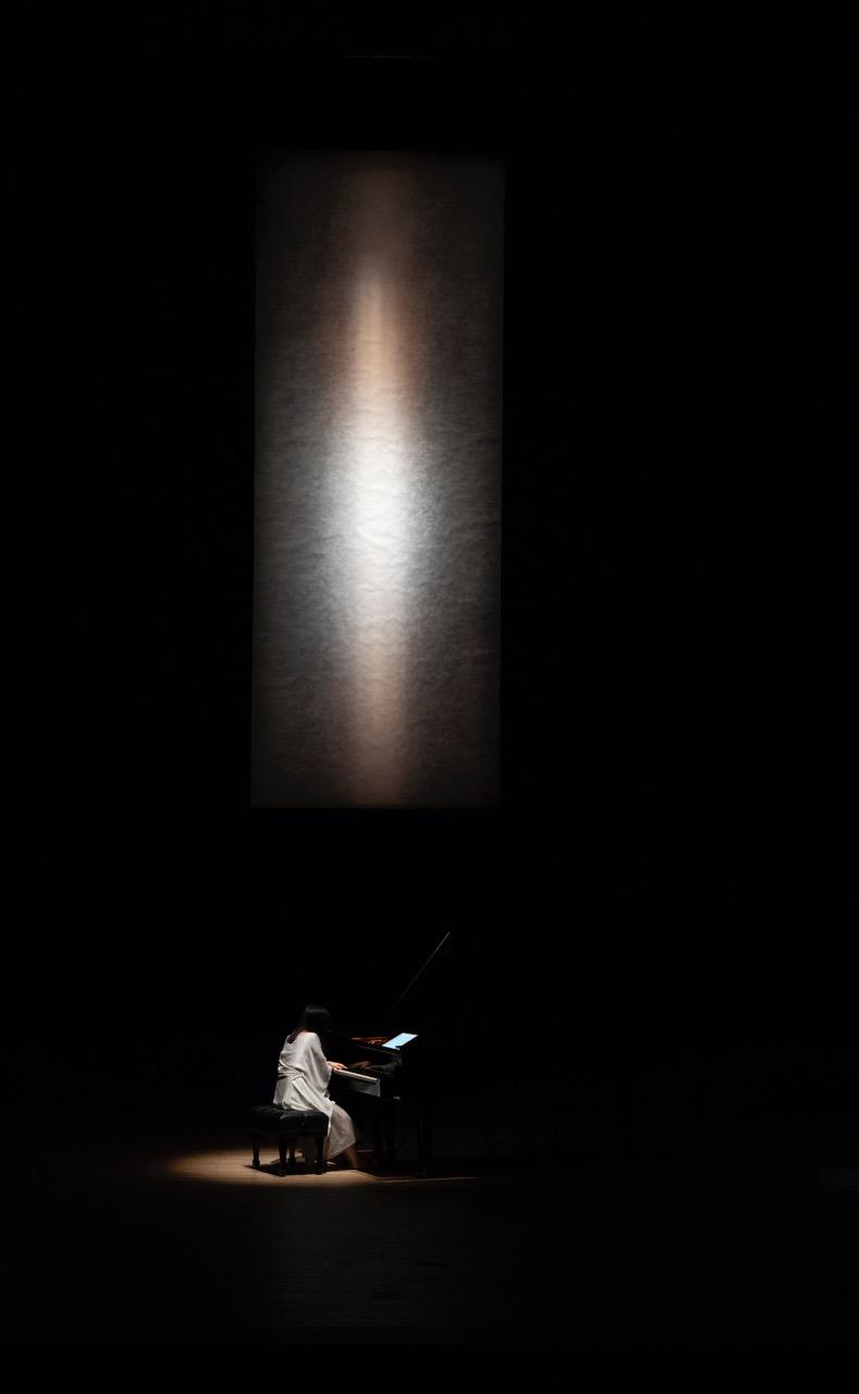 作品:Crevasse岩絵具、麻紙 /  大舩真言 © Makoto Ofune / Courtesy of Yoshii Gallery